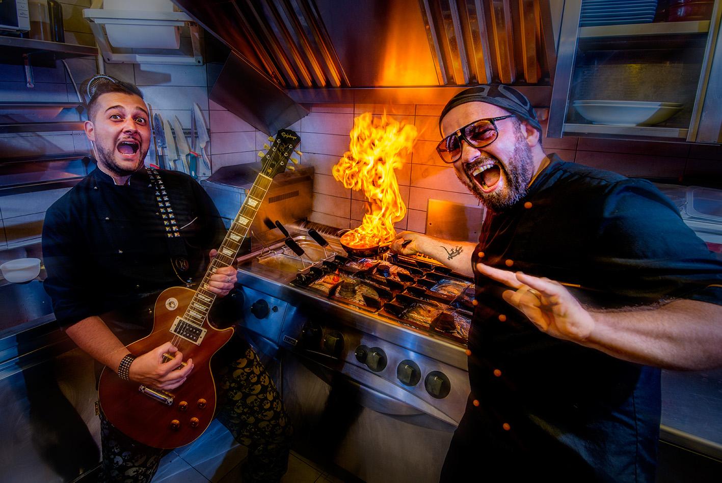 Chef in Rock (Bistrò Bembo Belluno) - 2 amici, 2 colleghi e 2 passioni in comune: LA CUCINA E IL ROCK.